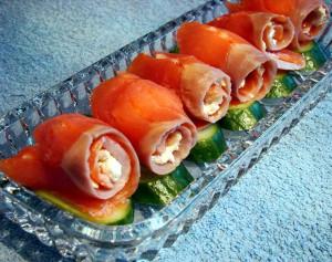 Праздничная закуска: рулетики из форели с апельсином