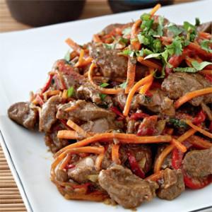 Куриная печень с овощами в китайском стиле
